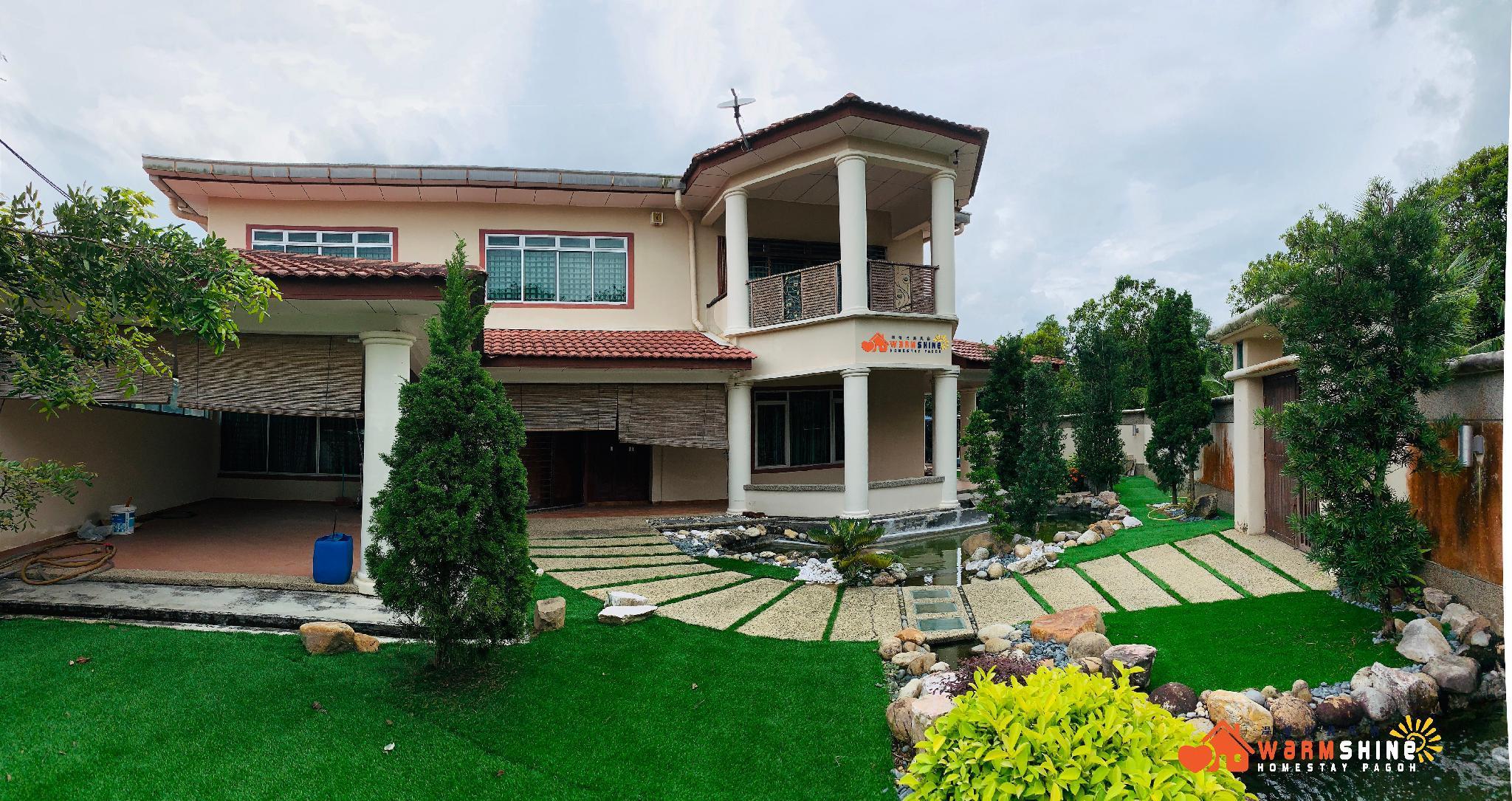 Warmshine Pagoh HomeStay  16 Pax