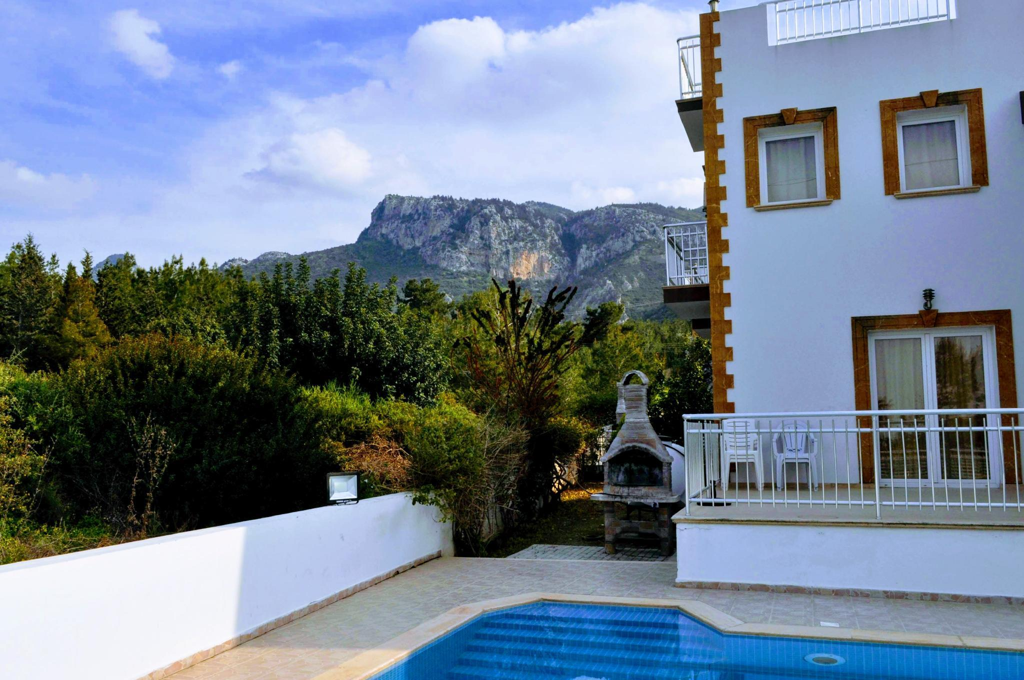 Large Villa In Catalkoy With Mountain And Sea Views