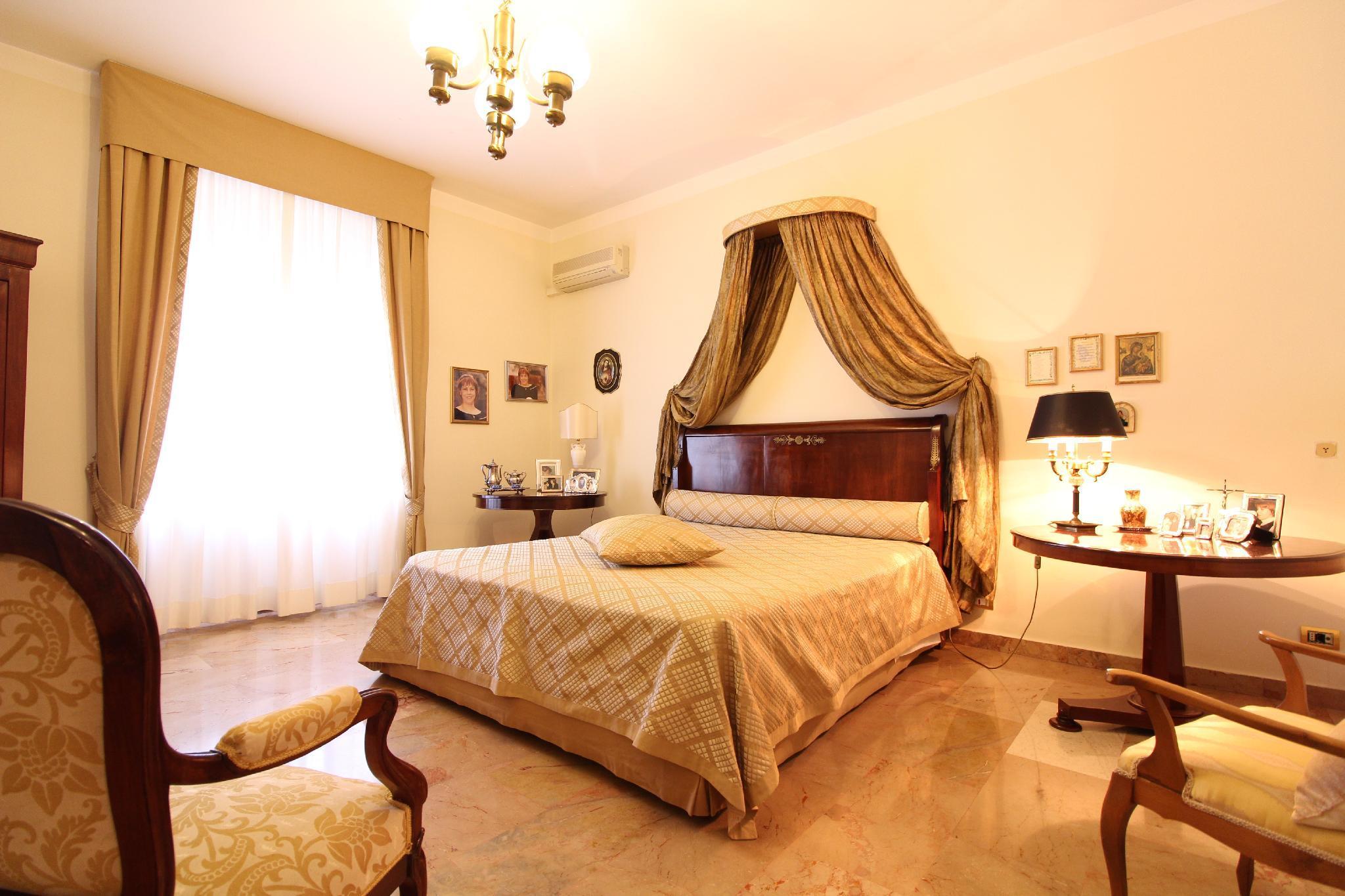 Elegant Private Room In The Heart Of Via Dante