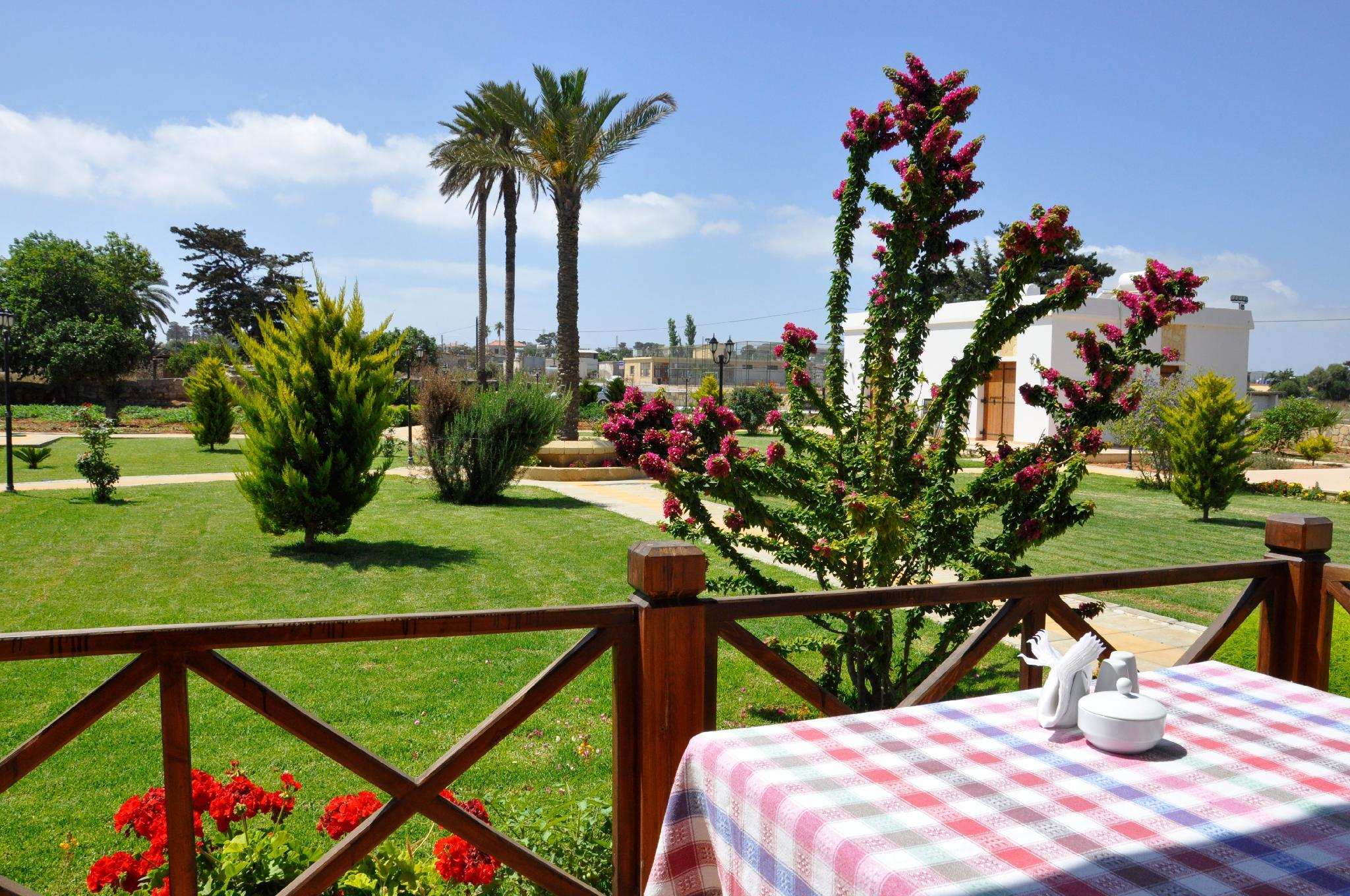 Villa Lembos Hotel And Restaurant