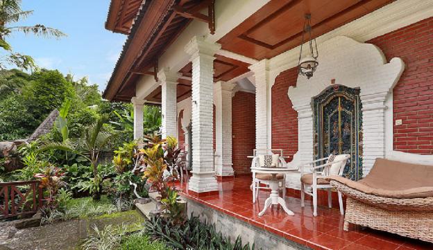 Danaya's cottage room 1