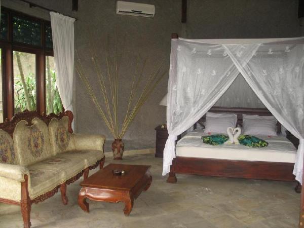 Alam Sunset  Lovina, Beach Front 1 Bedroom Villa Bali