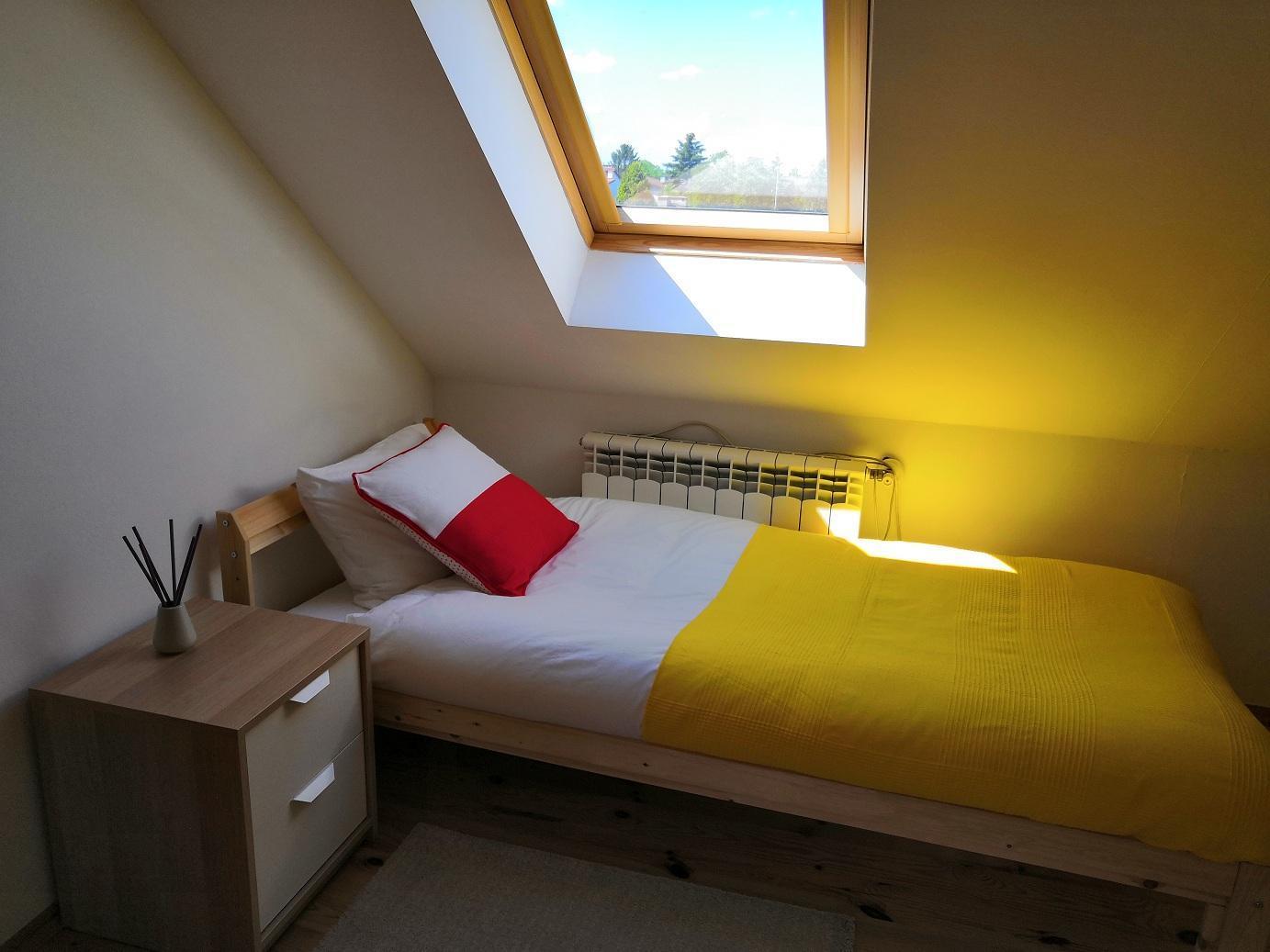2 Single Beds 2 People Room 209