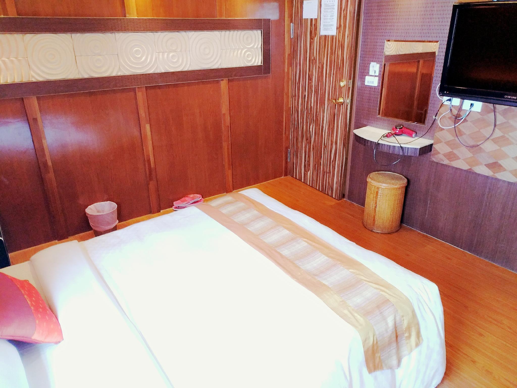 Kenting Street Honey Moon 2 People Room 503 With Bathtub