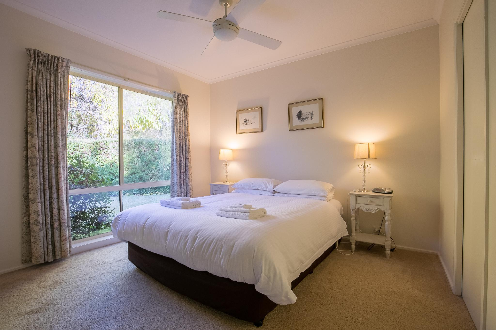 The Birch House Luxury Accommodation Bright