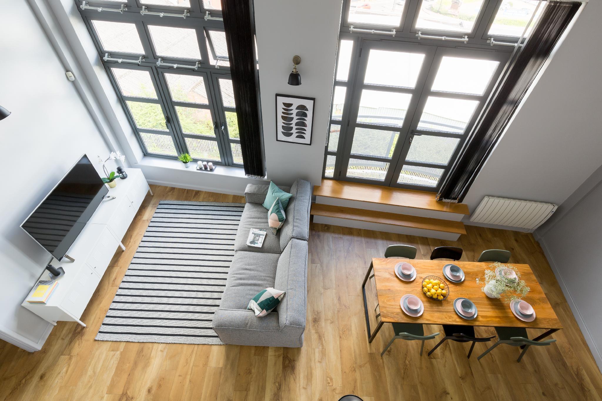 Loft Penthouse Canal view, gated Parking, Sleeps 8