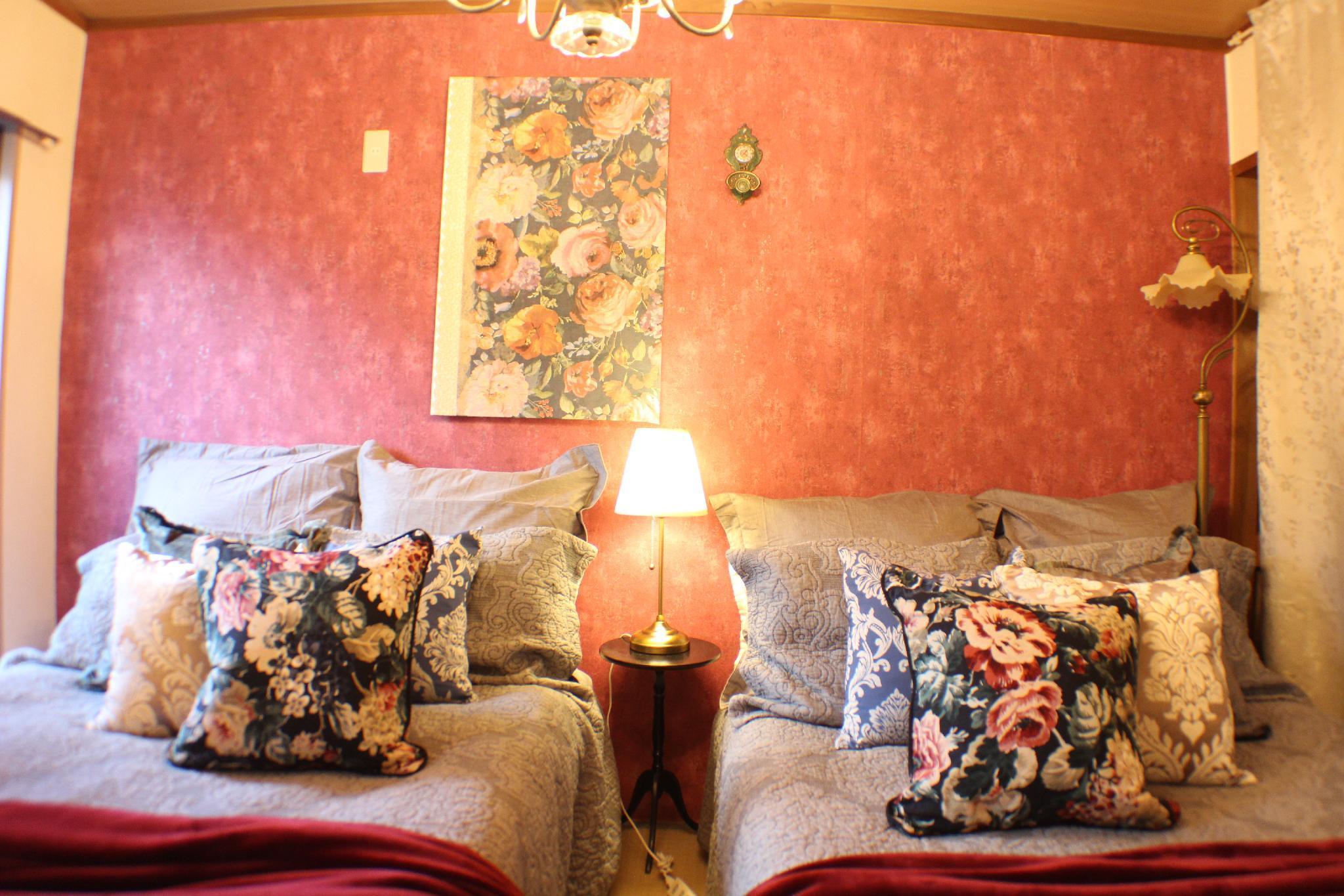 15  Apartment Designer's Room