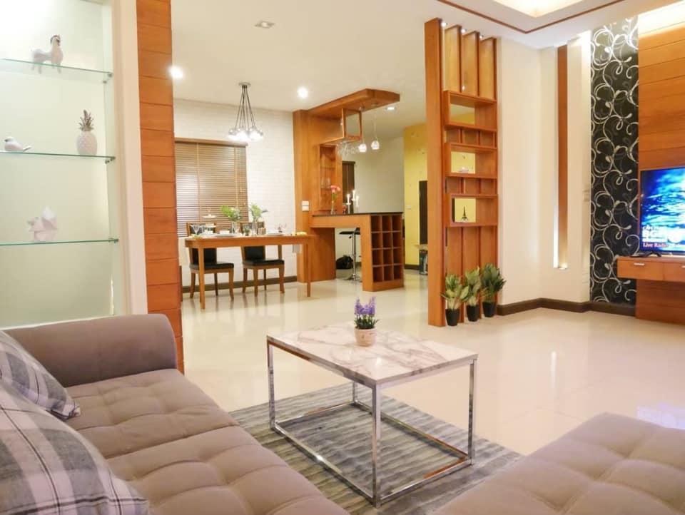 Chiang Mai Golden Teak Retro Modern House