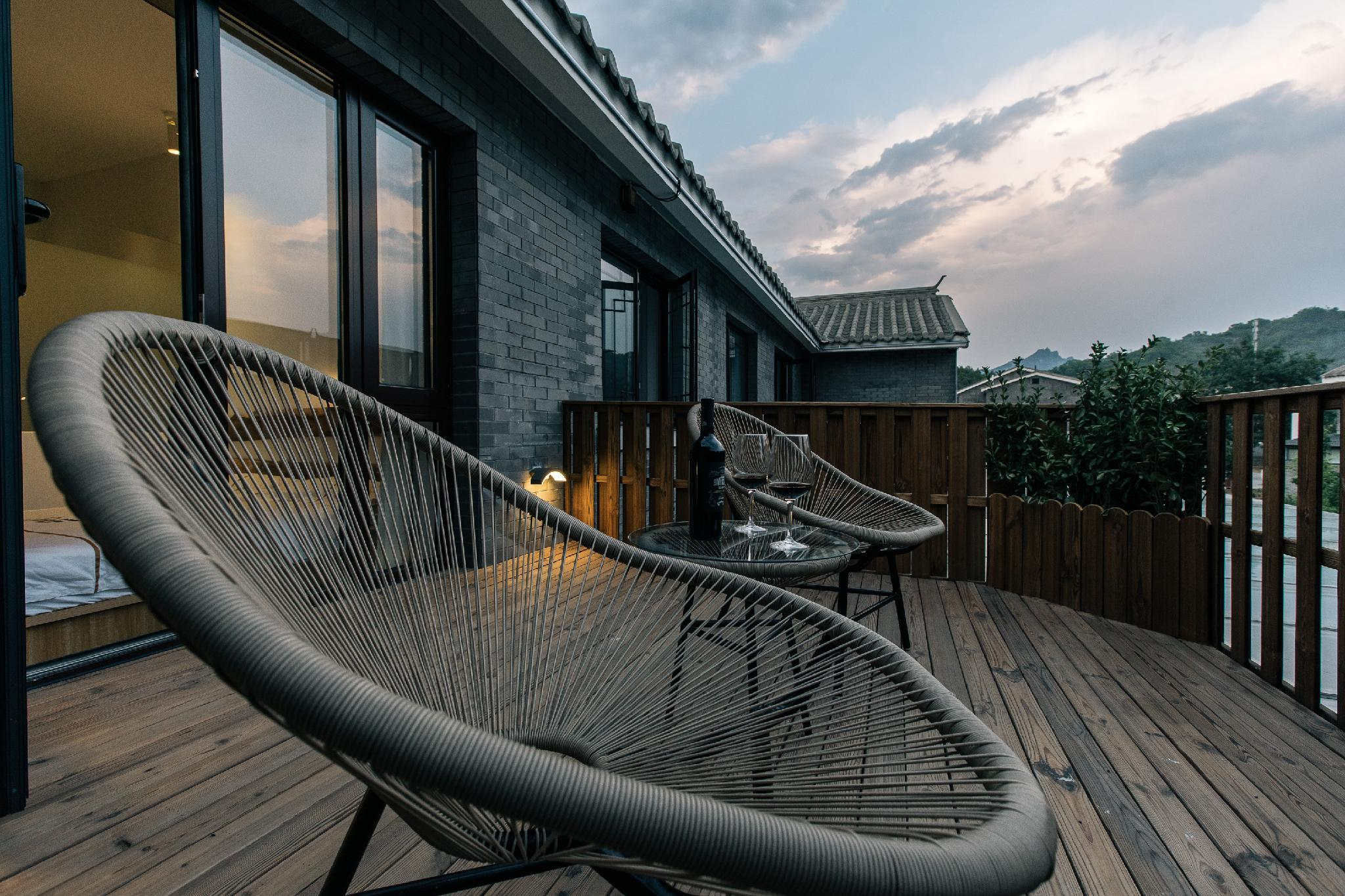 Landscape Courtyard Room