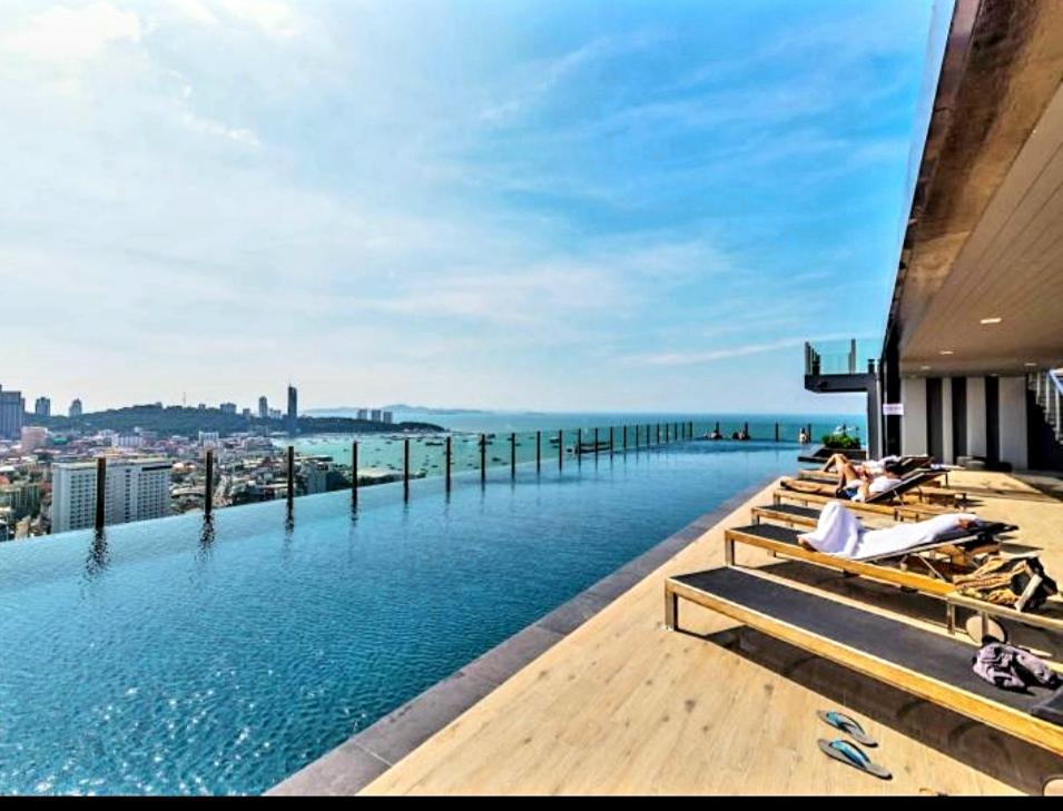 Sea View  328 Downtown Infinity Swimming Pool