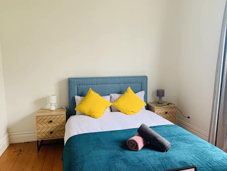 10 Mins To CBD Comfortable Queen Room  Room A