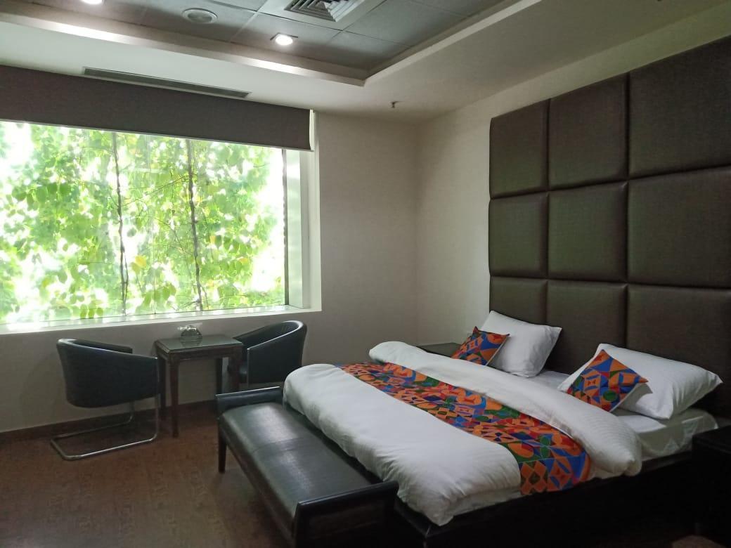 Super Specious Rooms