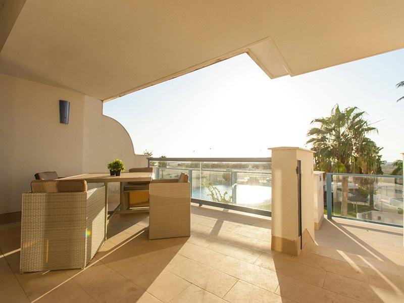 Apartamento Moderno Con Piscina