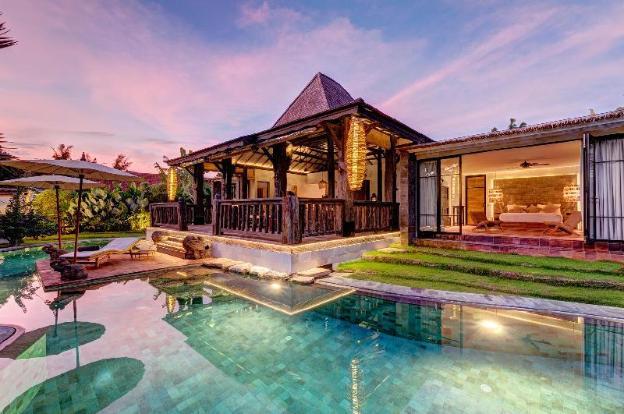 Luxurious Wooden Villa, 3 BR, Canggu w/ staff