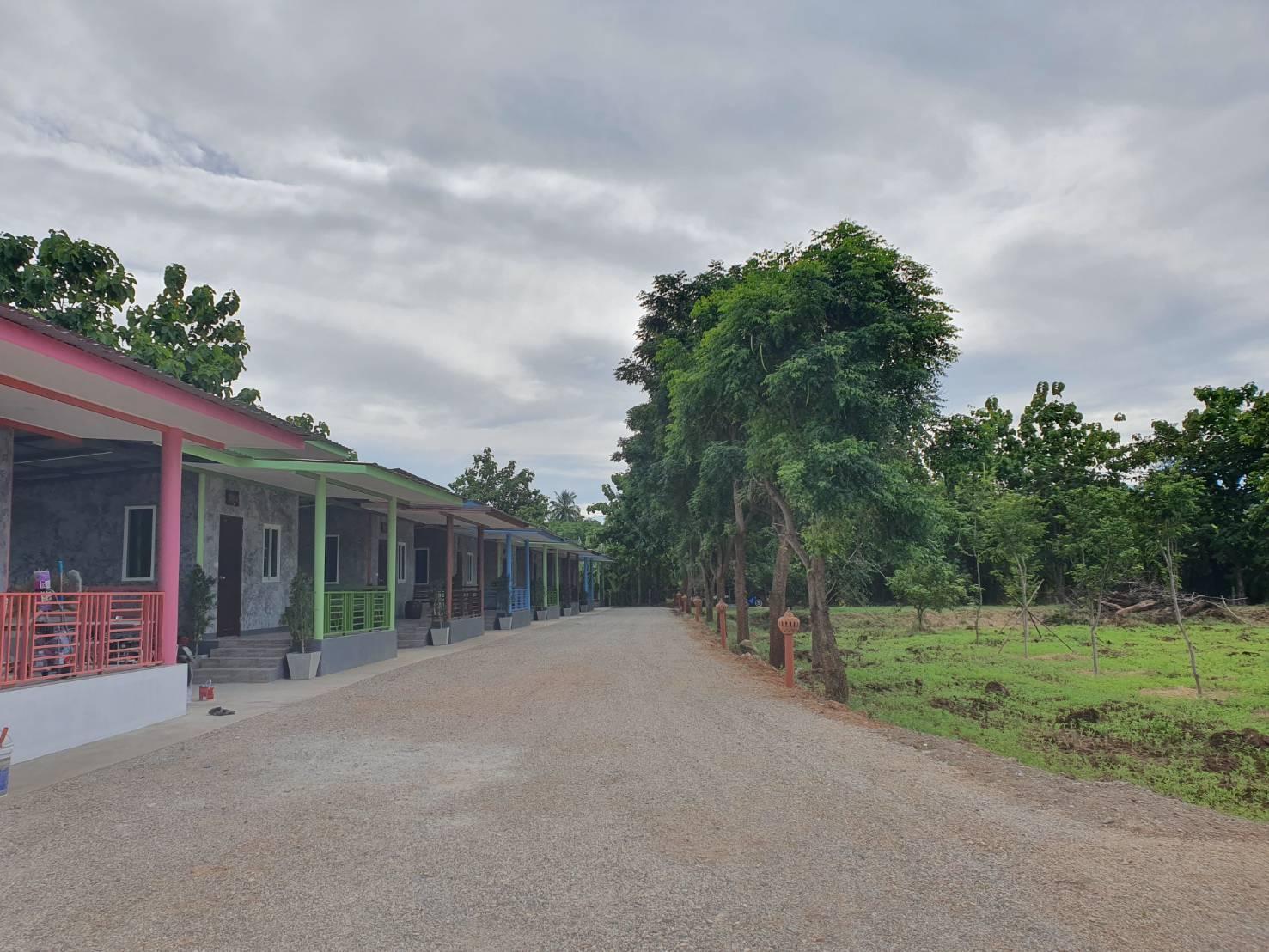 Phosrithong Resort บังกะโล 1 ห้องนอน 1 ห้องน้ำส่วนตัว ขนาด 32 ตร.ม. – ลาดหญ้า