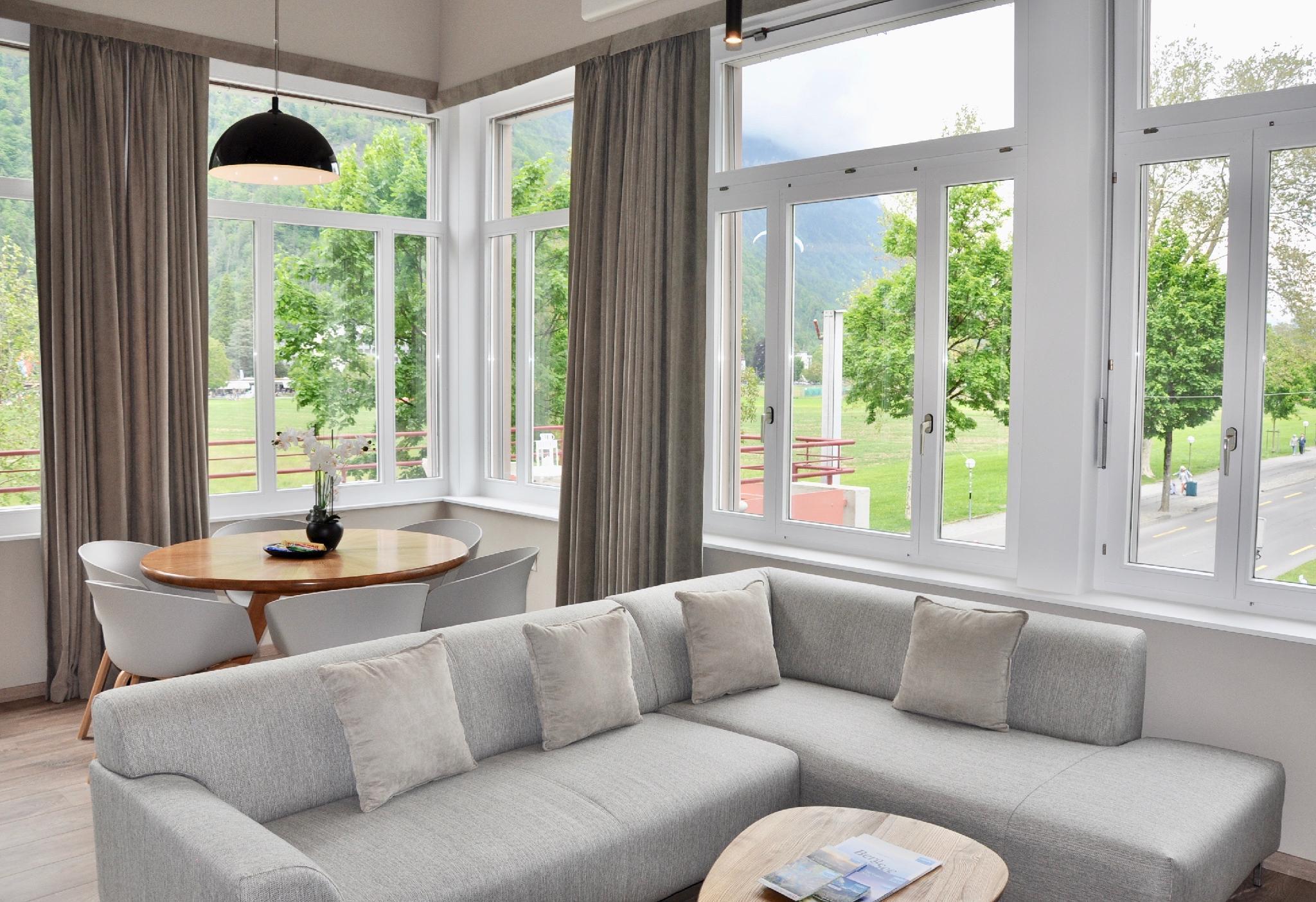 Stylish Large Apartment Overlooking Hohematte Park