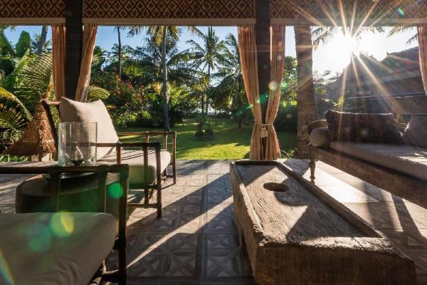 The Beach Villa - Amazing Beachfront Unique Villa Lombok