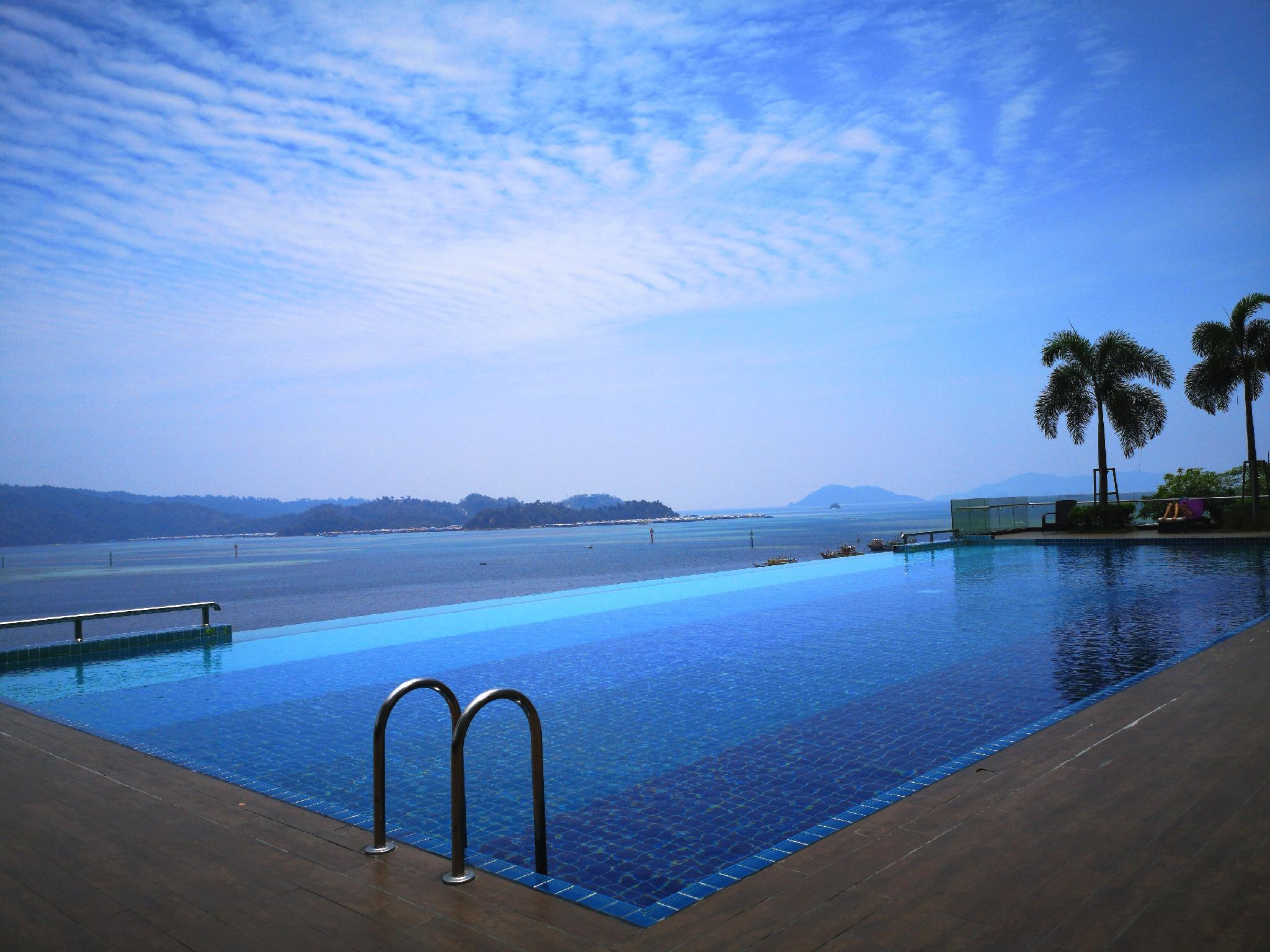 Pelagos Suites. Sunset Seaview With Infinity Pools