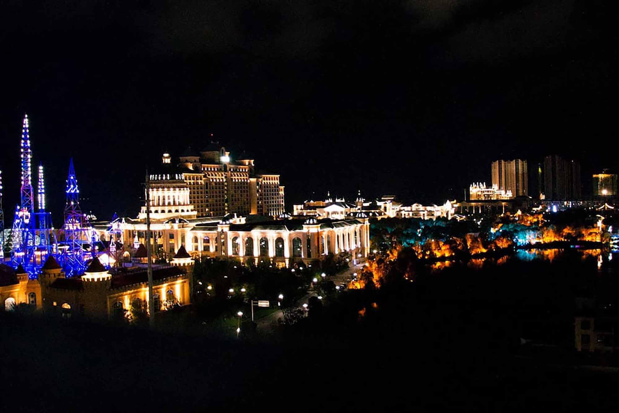 Romantic Beach And Grand 5 Stars Hotel Garden View
