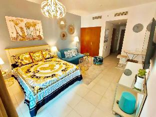 Downtown Dubai Luxurious Studio with Sofa Bed